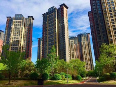 燕郊港中旅海泉湾在售价格22000元/平米  位于燕郊湾高新区思菩兰路,地理位置优越
